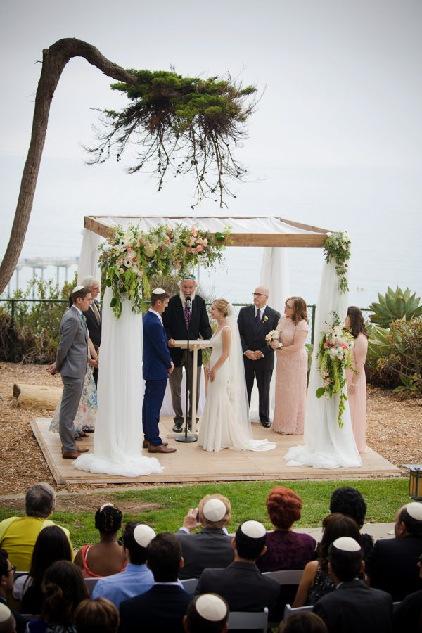 jewish wedding ceremony held in La Jolla California overlooking the pacific ocean