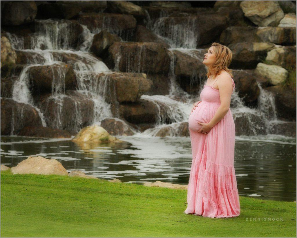 maternity photos taken at a San Diego golf course