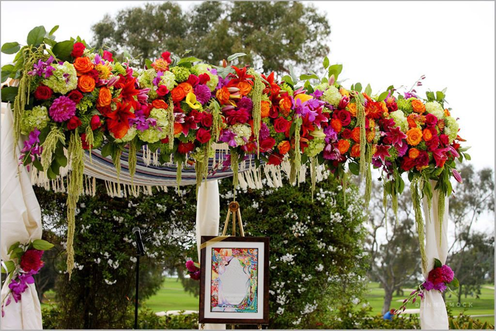 jewish wedding flowers altar at Hilton Torrey Pines in La Jolla