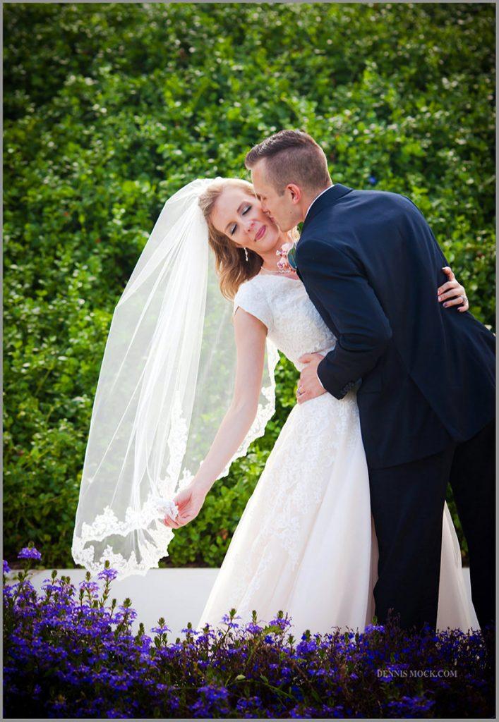 San Diego las wedding cpoule kissing