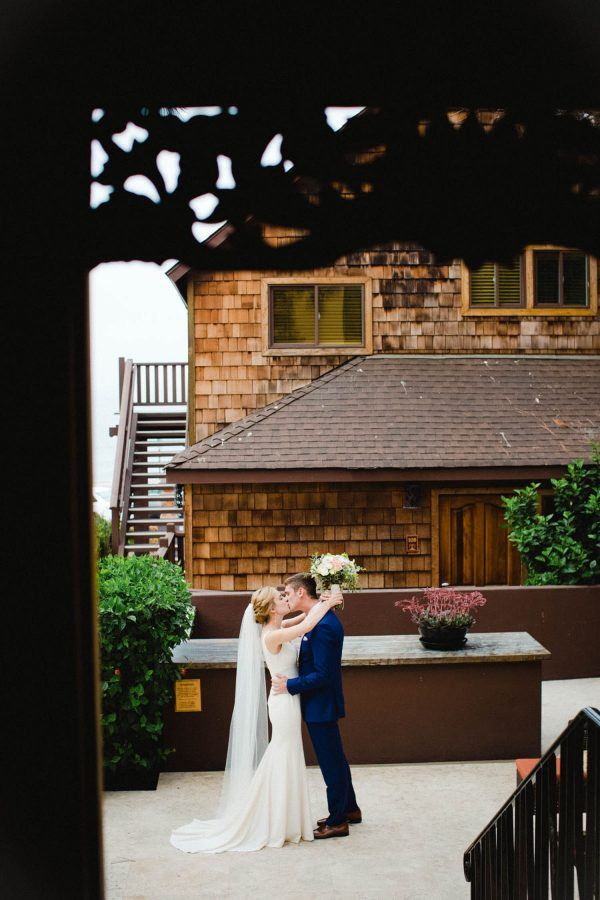 Bride and Grooms First look at La Jolla Cove hotel
